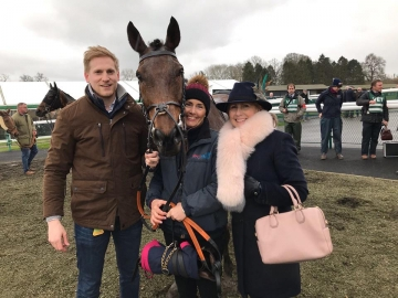 Grams and Ounces is second at Towcester